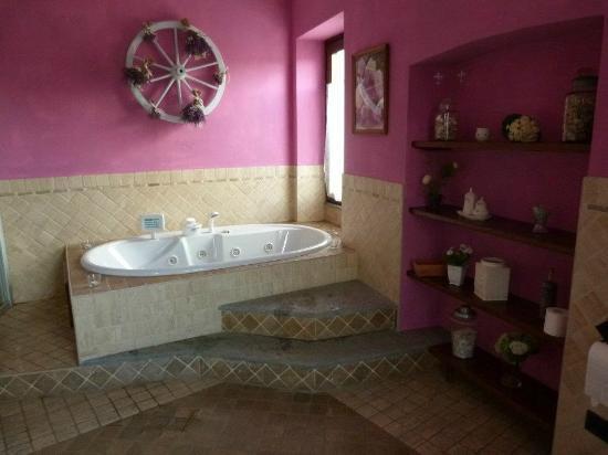 La Curandera : particolare del bagno con la vasca