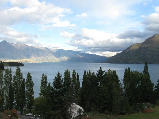 Butterfli Lodge: looking up the lake towards Glenorchy