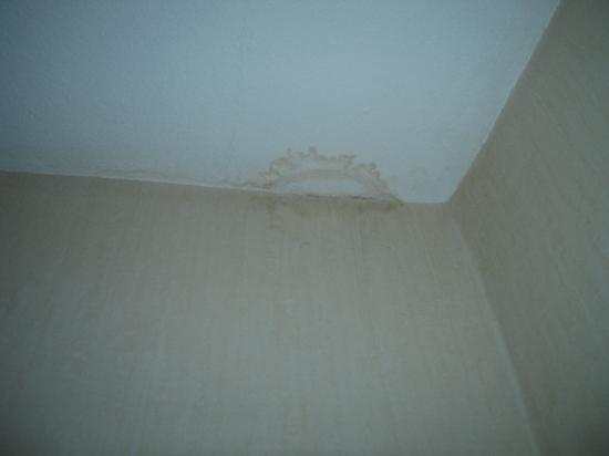 Wasserschaden Decke wasserschaden an der decke - na slici je hotel der quellenhof