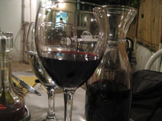 Konoba Cetina: house wine
