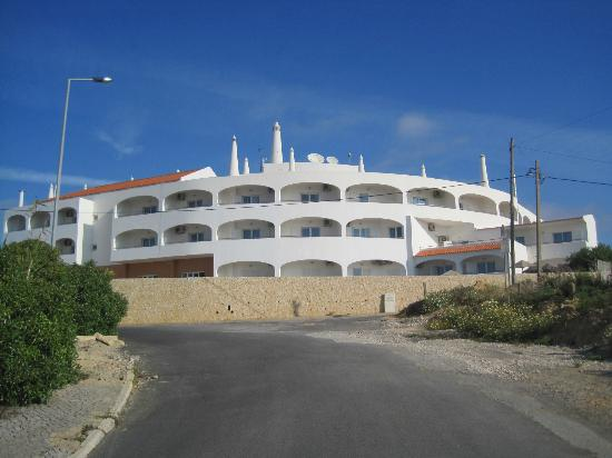 Hotel Maritur: view from the road down to the beach
