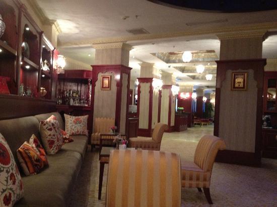 Sirkeci Mansion: Lounge towards foyer