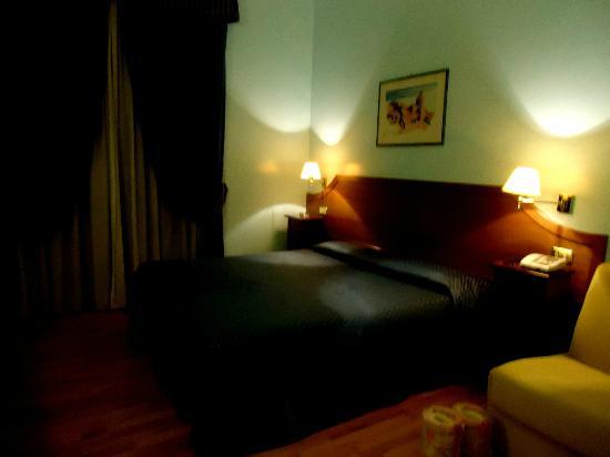 Hotel Fiori : chambre spacieuse