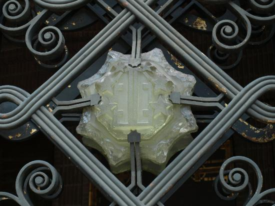 L  Eglise Sainte-Odile : Labouret cabochons in the Church gates