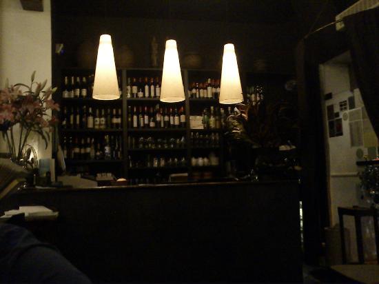 Sama-Sama: Bar à l'entrée