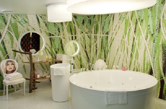 Mercure Strasbourg Centre Petite France : Salle de bain chambre Femme