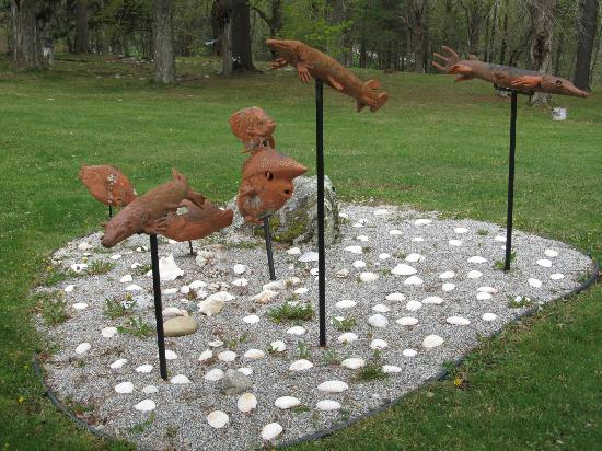 Wilburton Inn: Example of outdoor art which is plentiful.