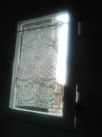 Palazzo Masi : finestra bagnetto
