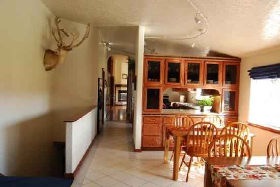 Alpine Rose Inn: Large dining area