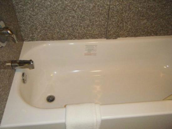 Days Inn Little River: Bathtub