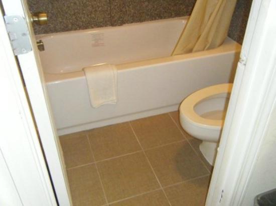 Days Inn Little River: Bathroom