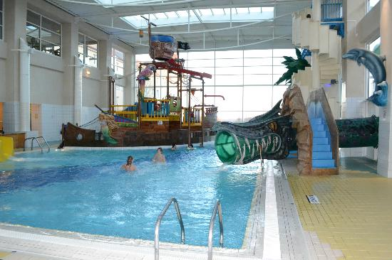 Piscine photo de h tel explorers magny le hongre for Piscine disneyland hotel