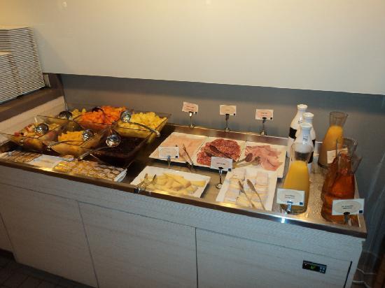 Novotel Cannes Montfleury : Esta é uma parte do café da manhã, realmente é excelente