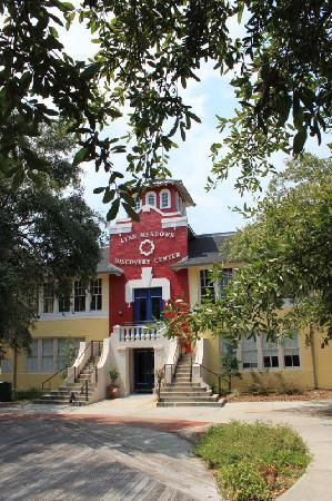 Gulfport, MS : The Lynn Meadows Discovery Center
