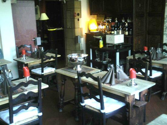 L'Ecu de Bourgogne: Seul endroit agréable mais vieillot