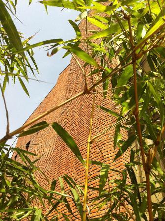 Devi Art Foundation: rear courtyard