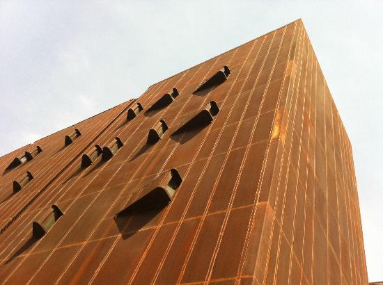 Devi Art Foundation: facade
