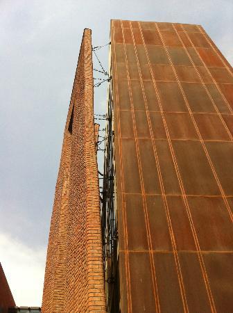 Devi Art Foundation: hanging brick facade