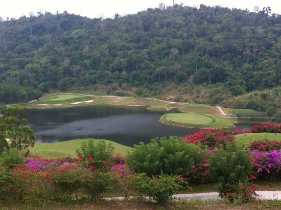 Provinz Rayong, Thailand: 高低差50ヤード以上の打ち下ろし!?