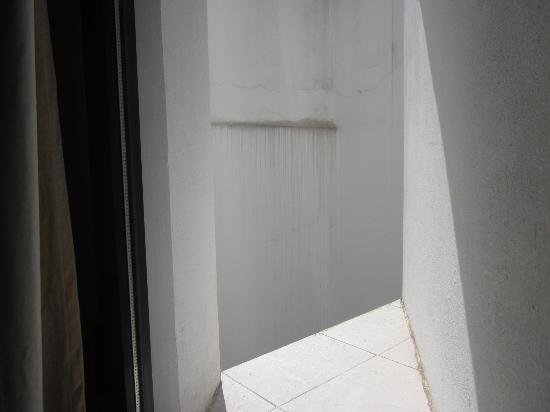 Hostal Monet: vistas desde la ventanuca de la habitacion