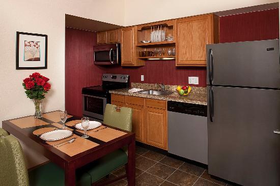 Residence Inn Denver Downtown: Full size Kitchens