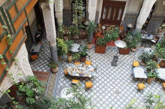 Riad Al Bartal: le patio, après le petit déjeuner