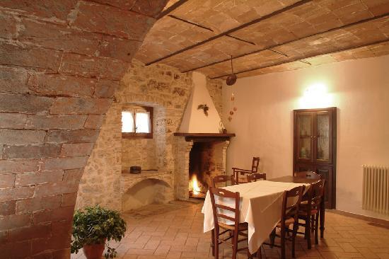 Cucina padronale con camino - Foto di Appartamenti Vacanza La ...