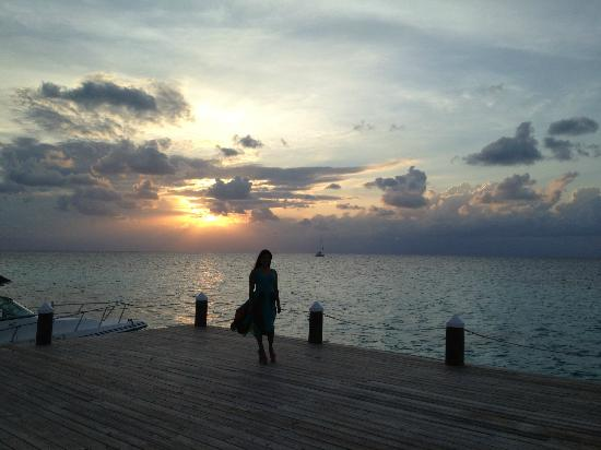 Hatchet Caye Resort : On the dock