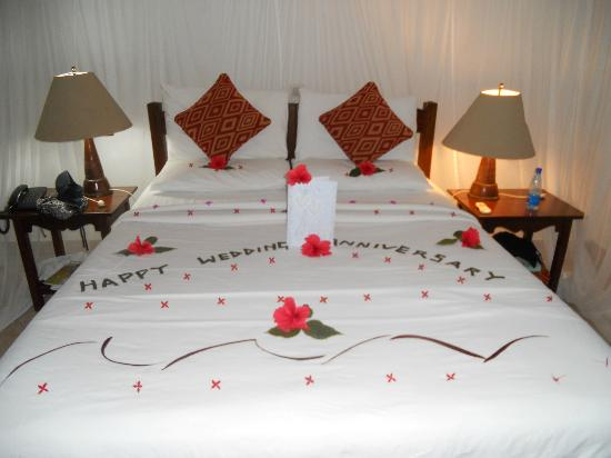 Mnarani Club & Spa: what they did to our bed !!