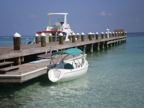 Hatchet Caye Resort: Paddle Boat
