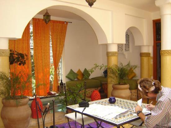 Riad Atlas Guest House: patio area