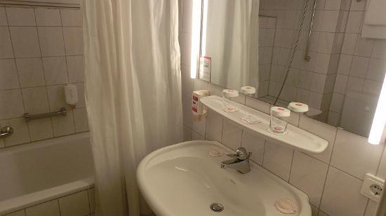 H+ Hotel Siegen: Bad
