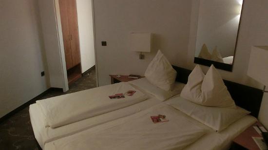 H+ Hotel Siegen: Zimmer