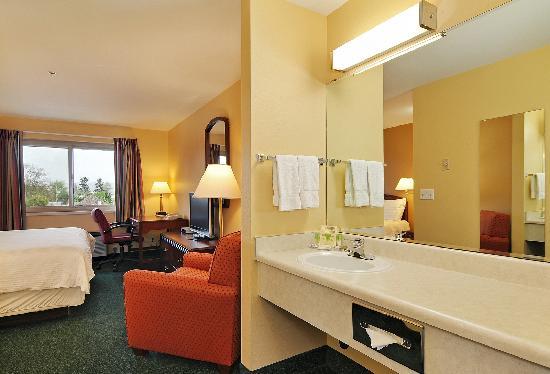 Georgetown Inn: King w/ in-room Jacuzzi