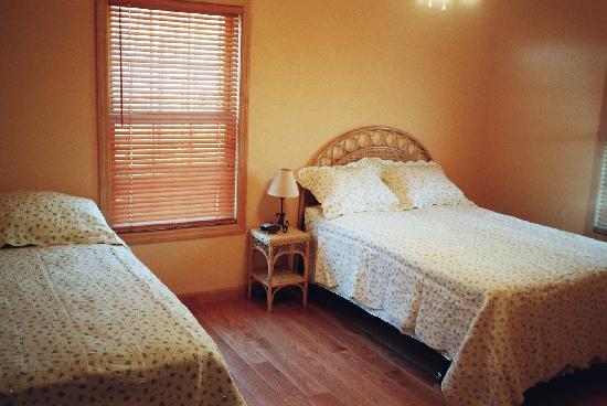Pink Apart House: TWEEN BEDS