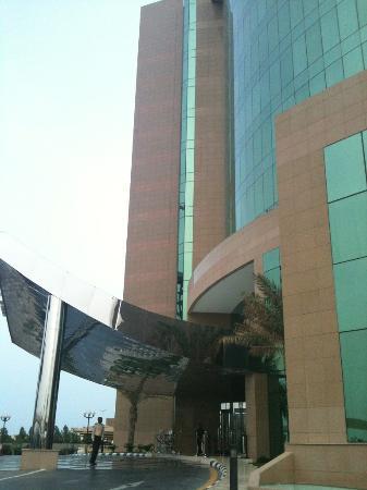 Movenpick Hotel Al Khobar: Good Architecture, entrance (sory trip advisor cut my picture)