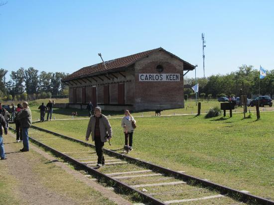Carlos Keen, Argentina: Estación de tren