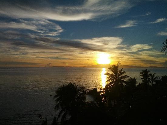 Tadrai Island Resort: Sunrise on our last day