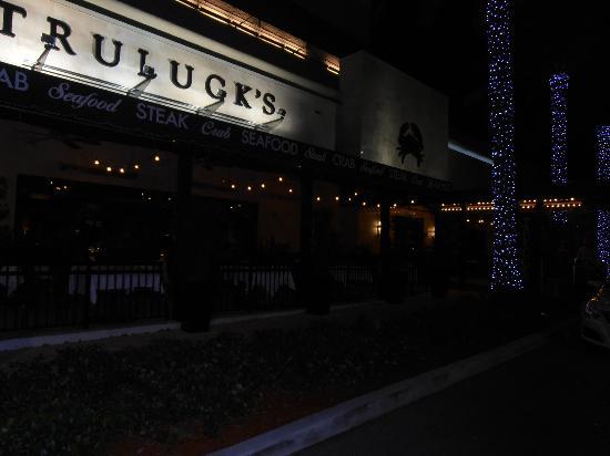 Truluck's Restaurant : Frente del restaurant de noche