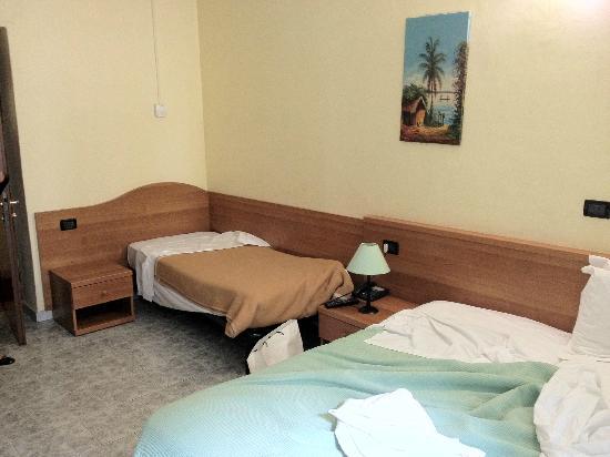 Del Sole: Room