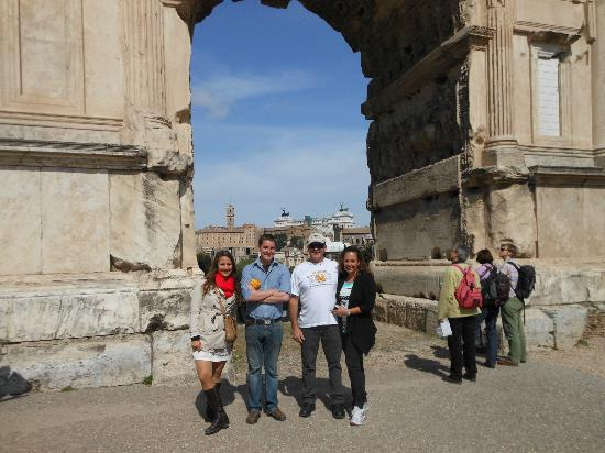 Epic Rome Tours: Jimmy our tour guide and the australian couple which was also taking the tour
