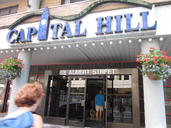 Capital Hill Hotel & Suites: front entrance /valet parking/loading zone on Albert St