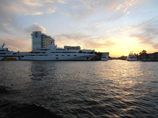 Intracoastal Waterway : Espléndido yate Pegasus