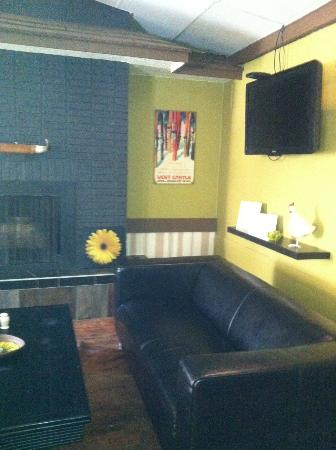 The Grill - Legendary King Edward Hotel : lounge area