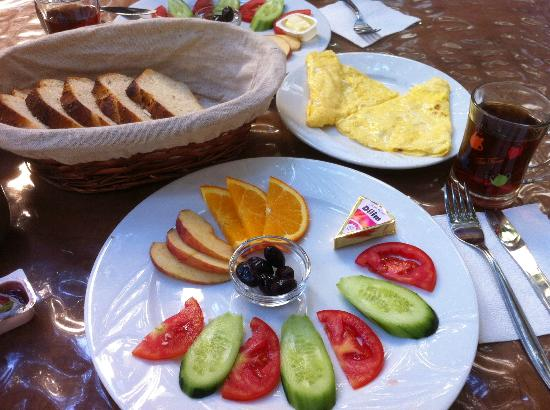 Artemis Hotel: Yummy breakfast