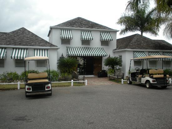Round Hill Hotel & Villas: check-in