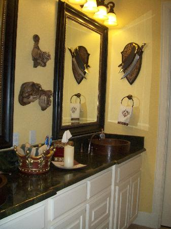 Arkens Bed & Breakfast: Sword Suite Bathroom
