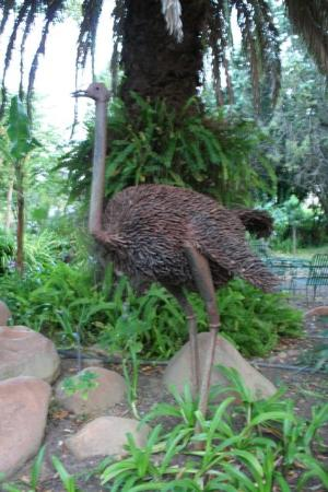 Old Thatch Lodge: One of the many garden sculptures