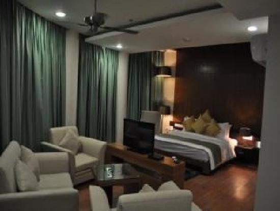Hotel The Amaris : Luxury Suites