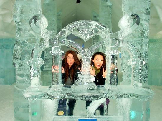 Hotel de Glace: ice sculpture